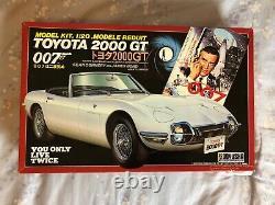 James Bond 007 Toyota 2000GT Sean Connery Aki Figure Model Kit 1/20 NEW Doyusha
